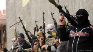 Miembros del Estado Islámico de Irak y el Levante. Imagen obtenida del portal de la cadena de noticias alemana Deutsche Welle.
